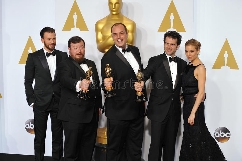 Chris Pratt & Craig Mann & Benn Wilkins & Thomas Curley & Sienna Miller fotos de stock