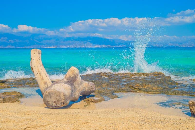 Chrisi Chrysi-de achtergrond van de het waterplons van het eilandstrand stock foto's