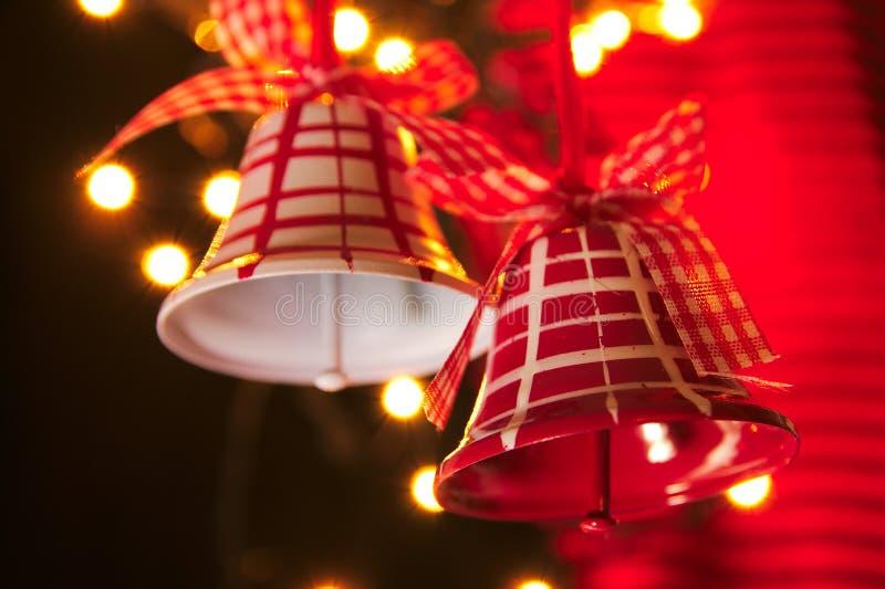 Chrismas Belces en rojo y blanco con las luces fotos de archivo