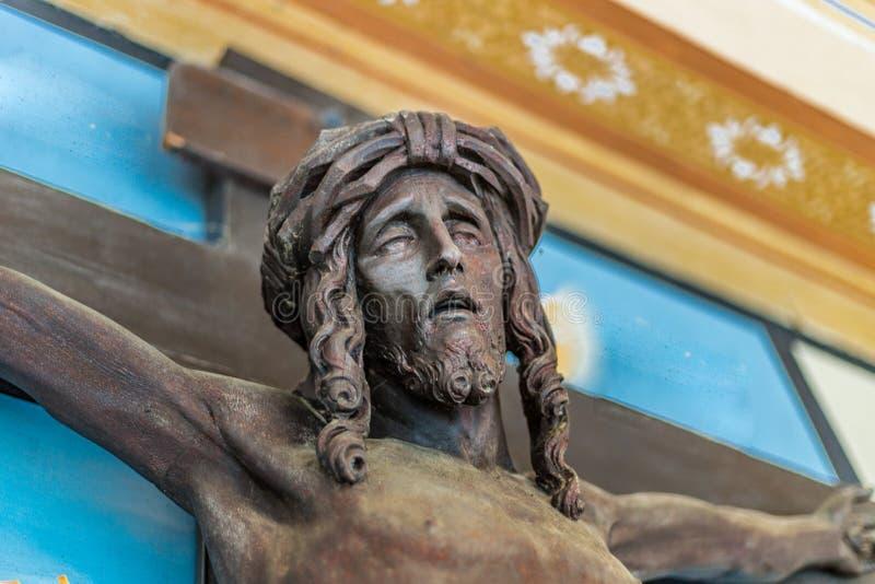 christ korsfäste den jesus statyn arkivbilder
