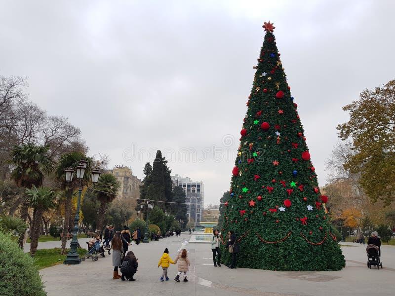 Christamas/Años Nuevos de decoración en Baku, Azerbaijan foto de archivo libre de regalías