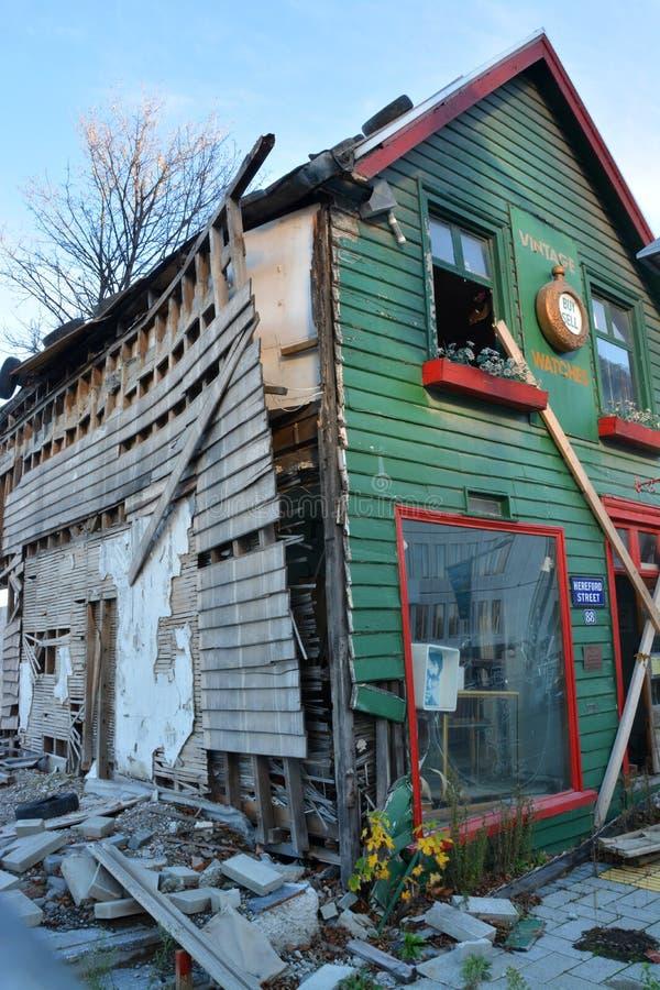 Christchurch jordskalvombyggnad - den Shands emporiumen väntar på reparation. fotografering för bildbyråer