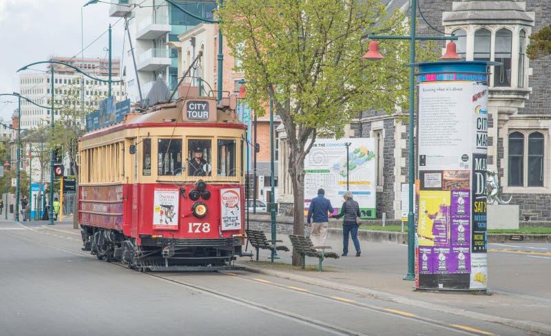 Christchurch, Nieuw Zeeland - oktober-01-2017: De iconische klassieke Tram op de straat van Worcester van Christchurch, Nieuw Zee stock foto