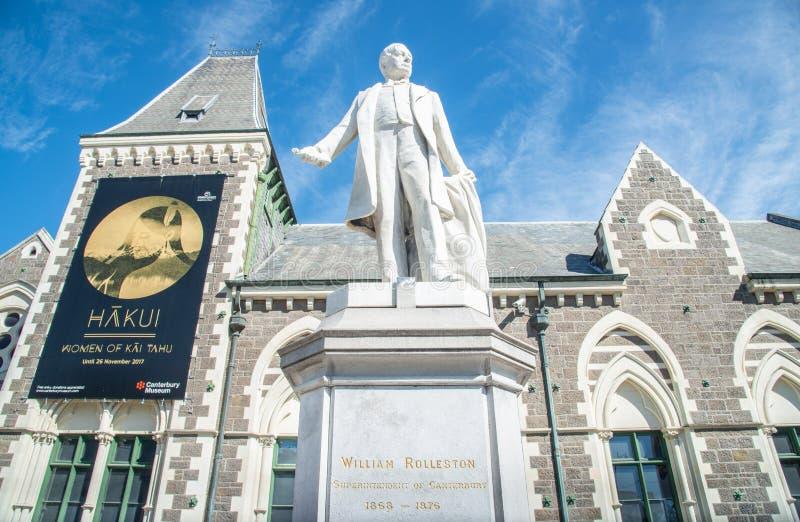 Christchurch, Nieuw Zeeland - oktober-02-2017: Standbeeld van William Rolleston buiten het Museum van Canterbury stock foto