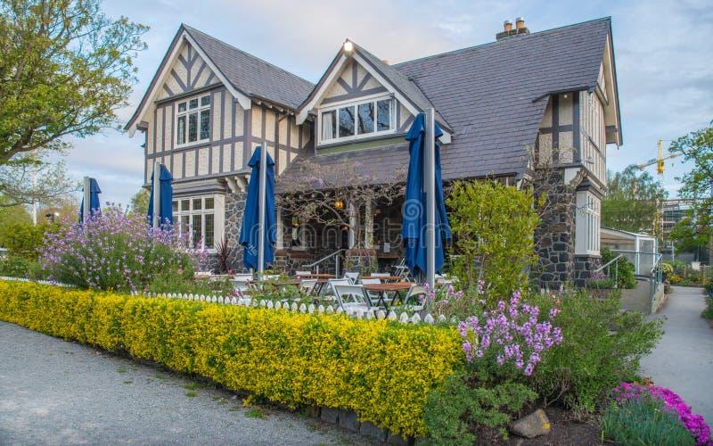 Christchurch Nya Zeeland - Oktober 03 2017: Intendentets stuga, detta Tudor-stil hus i Christchurch fotografering för bildbyråer