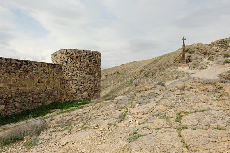 Christelijk kruis dichtbij oud klooster Khor Virap stock fotografie