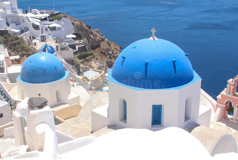 Christelijke tempel in het dorp Oya op de kust van eiland Santorini royalty-vrije stock foto's