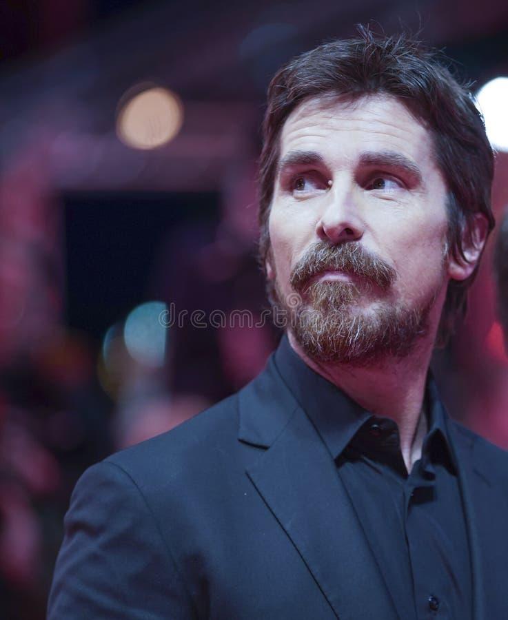 Christian Bale poserar på 'det vice royaltyfri foto
