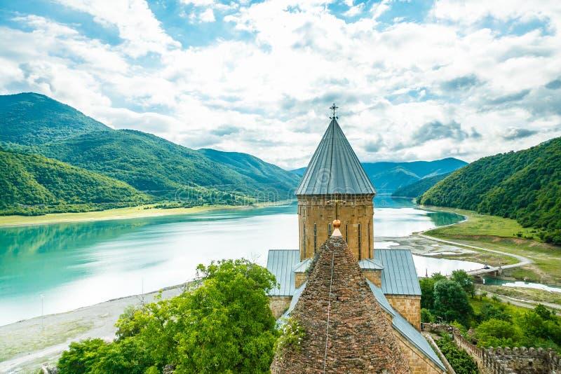 Christian Church in den georgischen Bergen stockfotografie