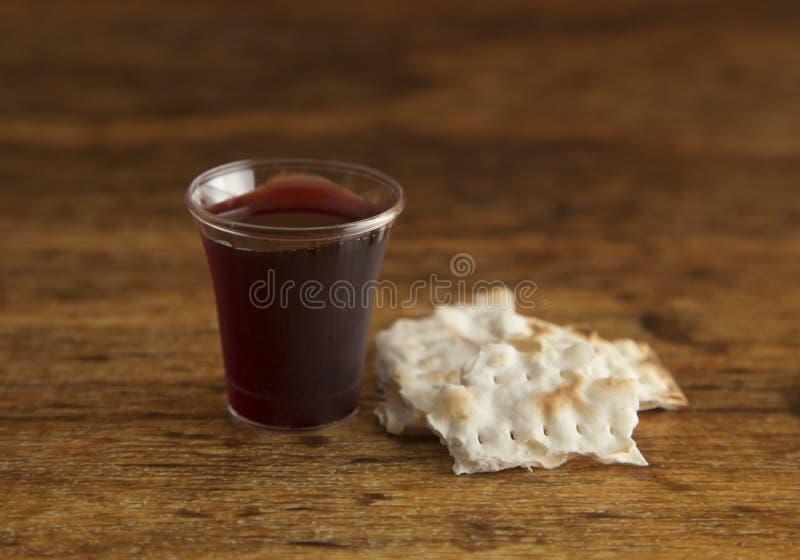 Christian Communion van Wijn en Ongedesemd Brood stock afbeelding