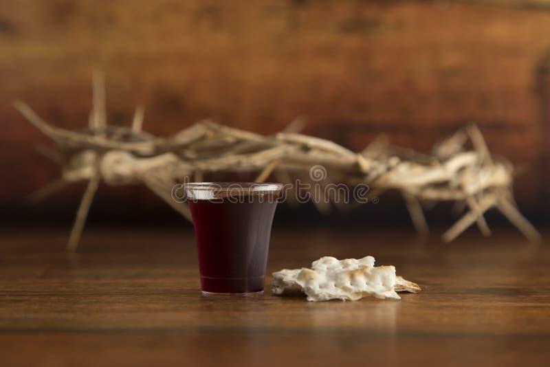 Christian Communion van Wijn en Ongedesemd Brood royalty-vrije stock foto's