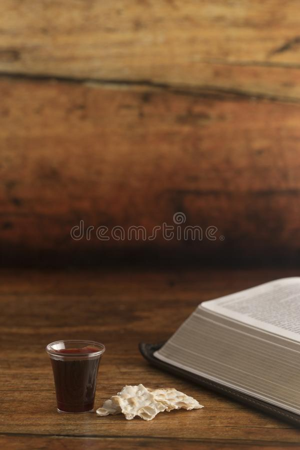Christian Communion van Wijn en Ongedesemd Brood royalty-vrije stock afbeeldingen