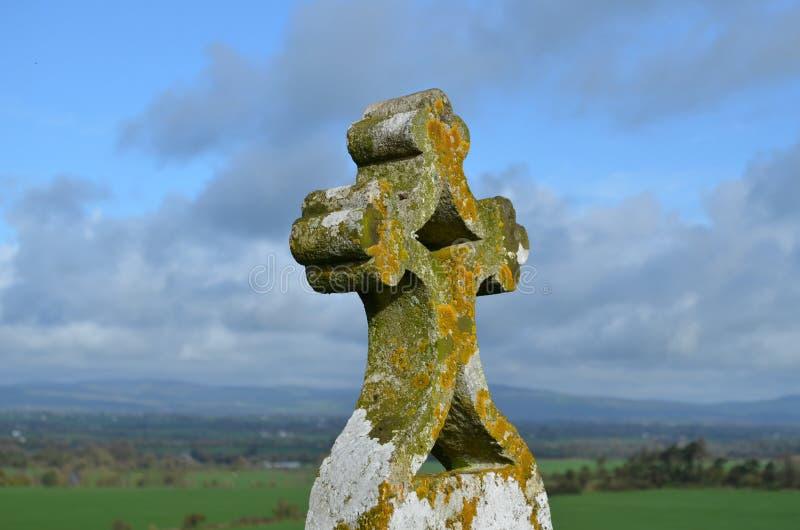 Christian Cross de piedra adornado foto de archivo