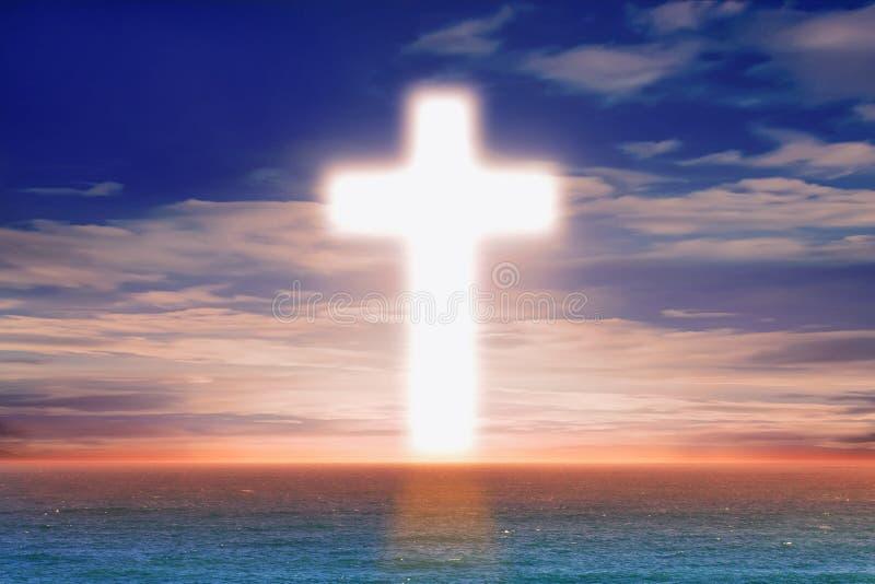Christian Cross mitten in dem Meer stockfotografie