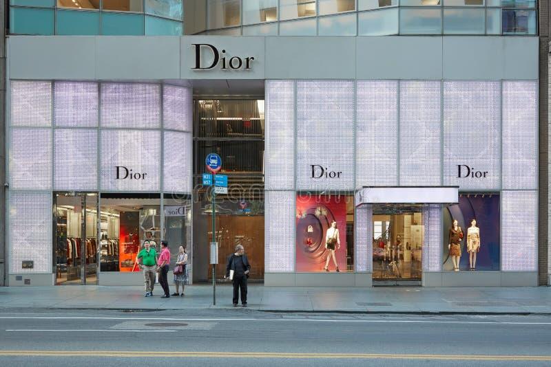 Christian Dior shoppar på skymning i den 57th gatan, i New York fotografering för bildbyråer