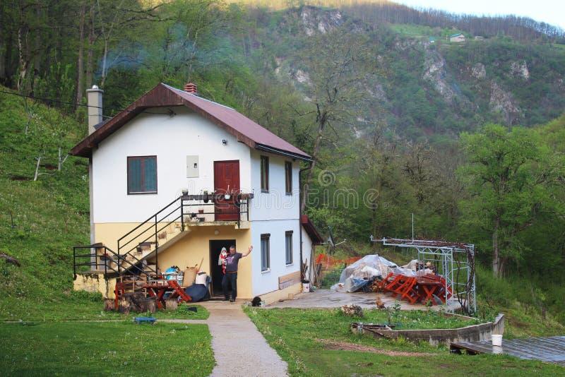 Christian Saint Archangel Michael Monastery ortodoxo en el pueblo de Djurdjevica Tara imagen de archivo libre de regalías