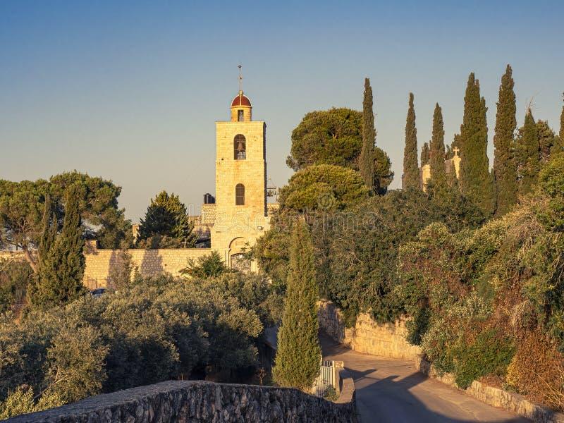 Christian Temple na montagem Tavor em Israel - basílica da transfiguração fotografia de stock