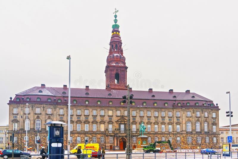 Christiansborg宫殿看法在哥本哈根在冬天 免版税库存图片