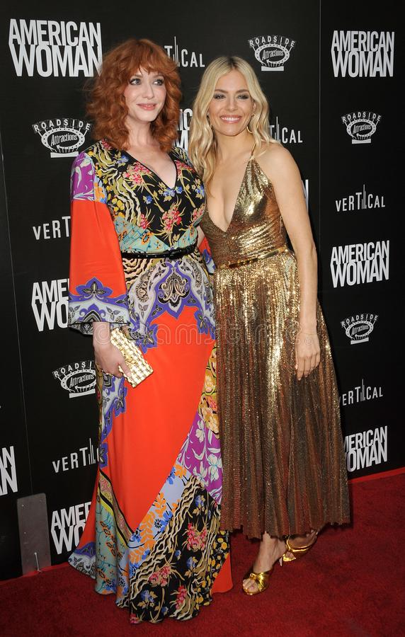 Christina Hendricks et Sienna Miller photo stock