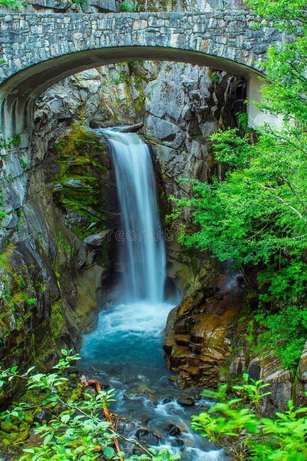 Christine Falls vicino all'entrata per montare Rainier National Park fotografia stock