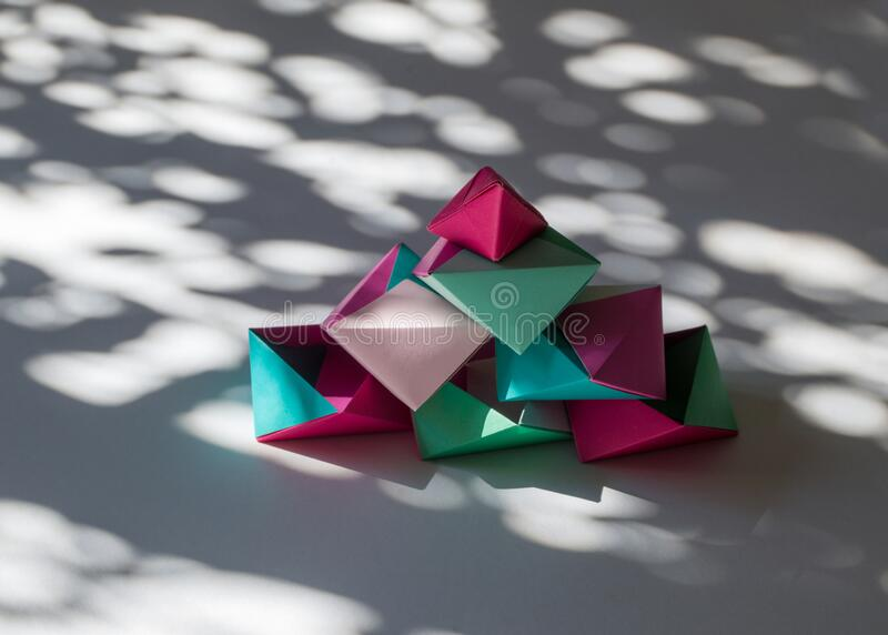 Modular Origami - balls and polyhedra folded by Michał Kosmulski | 572x800