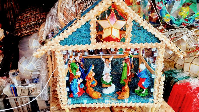 Christmas Belen sobre o orçamento da loja artesanal em Quiapo, Manila Filipinas Natal de 2019! imagens de stock
