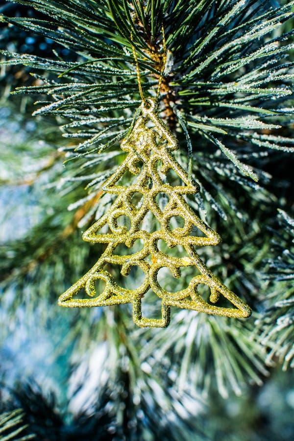 Free Christmas Decorations Gold Xmas Tree At Pine Outdoor. Royalty Free Stock Photos - 81902348