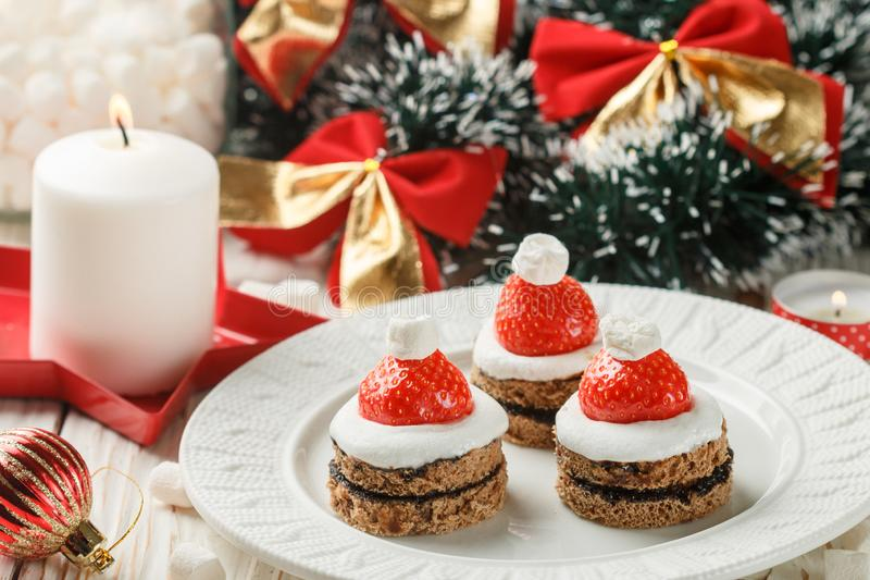 Christmas dessert of gingerbread, marshmallow, strawberry and chocolate sauce stock images