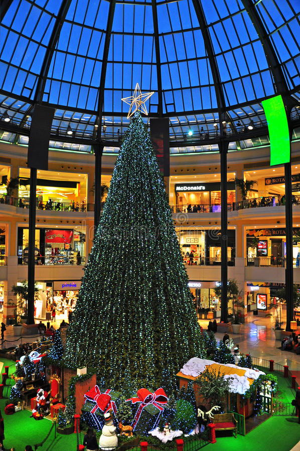 Download Christmas Eve In Shopping Center Editorial Photo - Image: 35684646