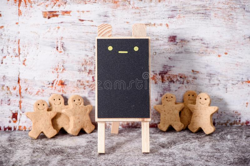 Christmas food. Gingerbread man cookies in Christmas setting with a small blackboard. Xmas dessert royalty free stock photo