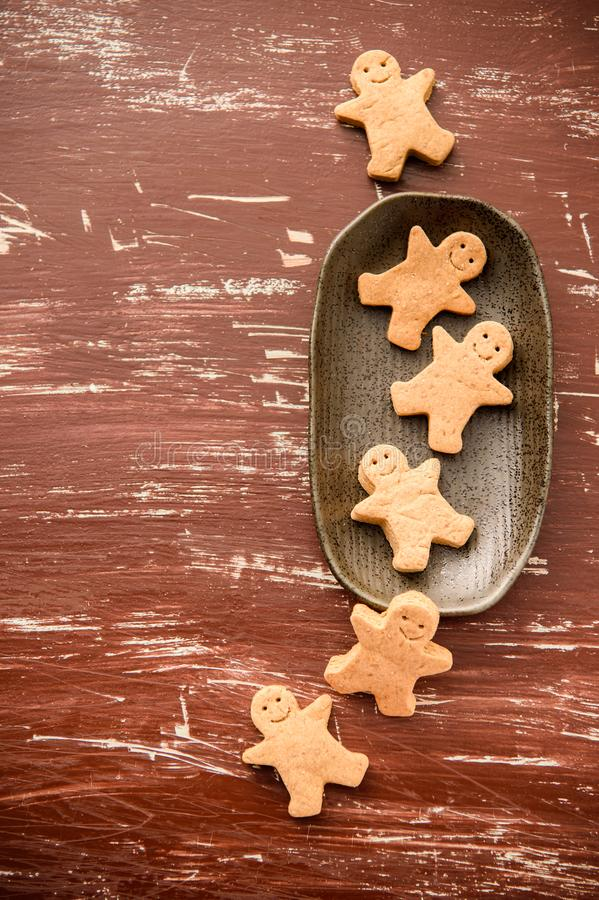 Christmas food. Gingerbread man cookies in Christmas setting. Xmas dessert stock images