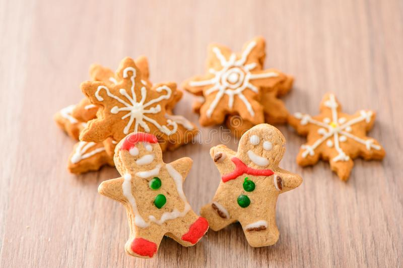 Christmas food. Gingerbread man and gingerbread star cookies in Christmas setting. Xmas dessert stock images
