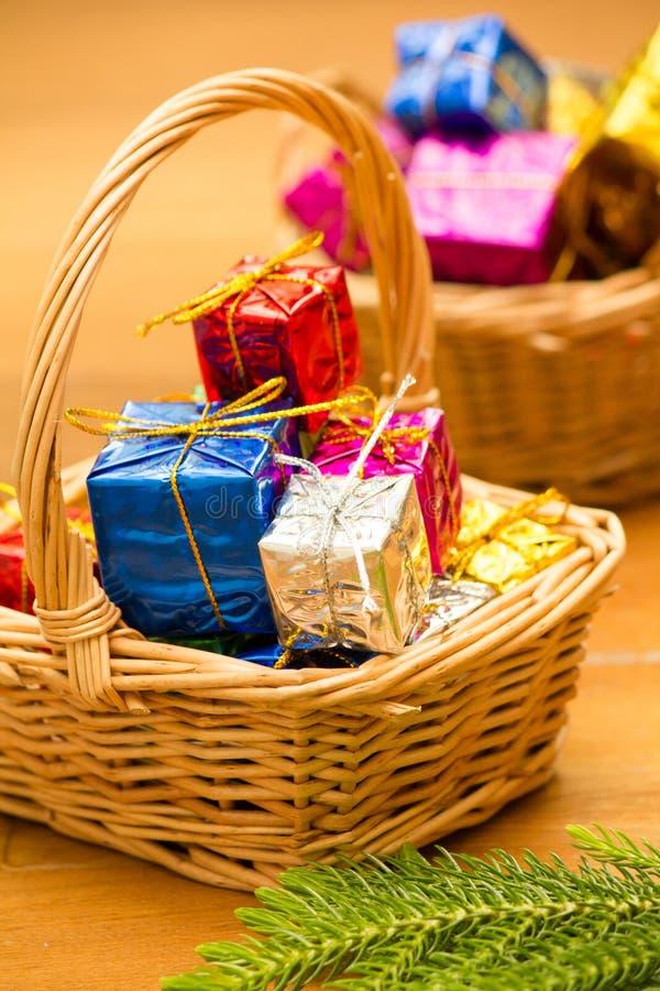 Free Christmas Gift Basket Royalty Free Stock Photography - 28085407