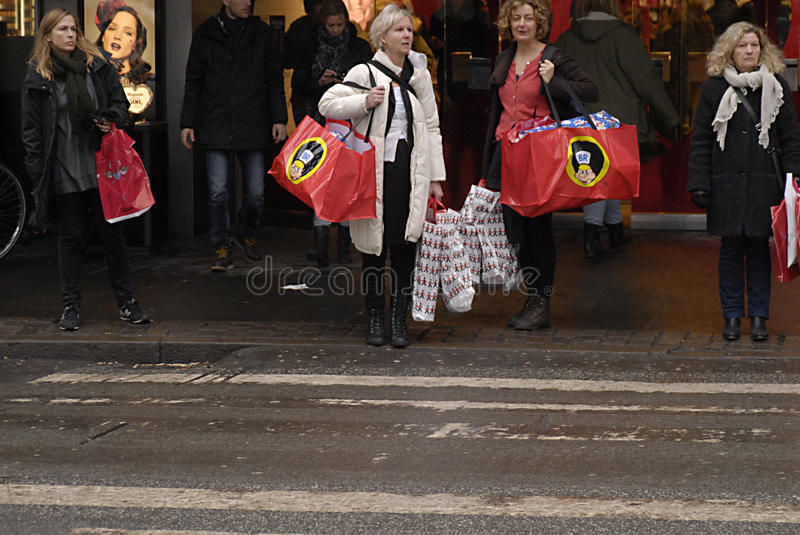 Download CHRISTMAS SHOPPERS editorial stock image. Image of georg - 28100704