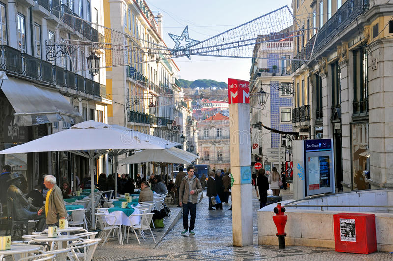 Download Christmas Shopping In Lisbon Editorial Image - Image: 36043190