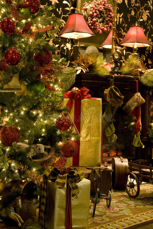 Free Christmas Tree Fireplace Royalty Free Stock Photography - 28110277