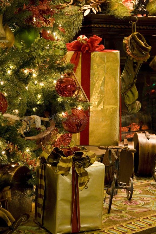 Free Christmas Tree Fireplace Royalty Free Stock Photos - 28110328