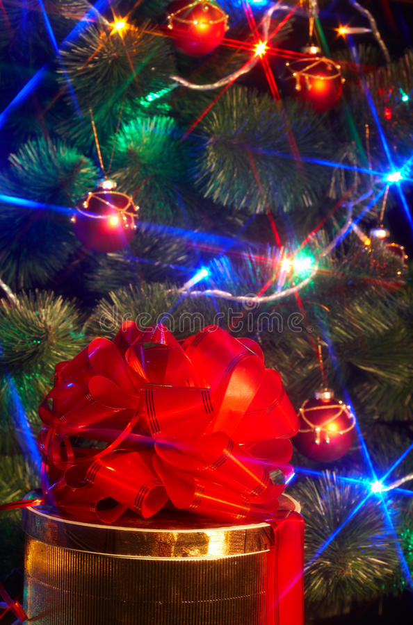 Download Christmas Tree With Flash And  Gift Box. Stock Image - Image: 11689531