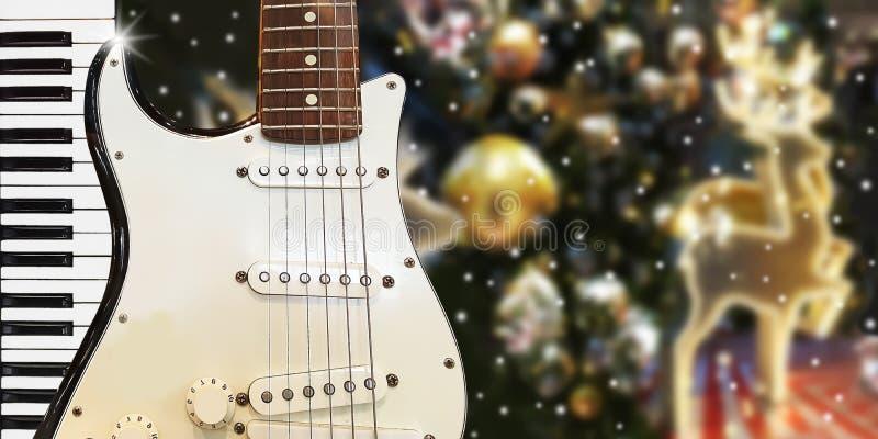 Christnas-Parteimusik mit Klavier und Gitarre zur Mitternachtszeit lizenzfreie stockfotos