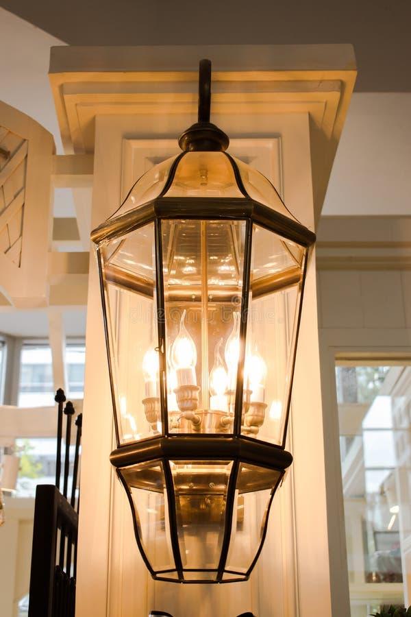 Chromów światła ozdabiają starego sklep fotografia royalty free