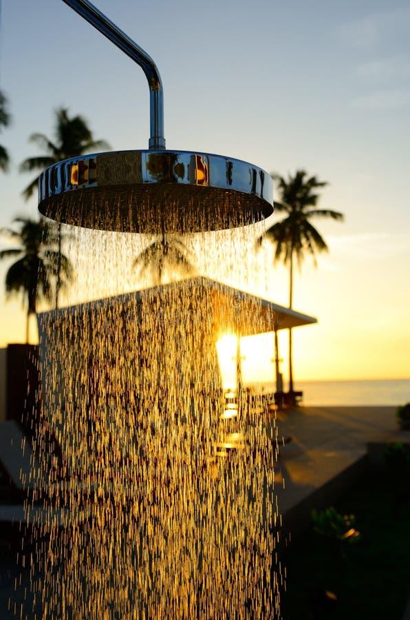 Download Chrom prysznic zdjęcie stock. Obraz złożonej z świeżość - 25845150