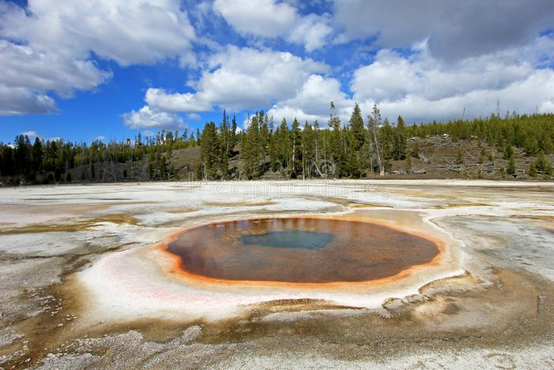 Chromatische de Lentepool in Hoger Geiserbassin in het Nationale Park van Yellowstone, de V.S. stock afbeeldingen