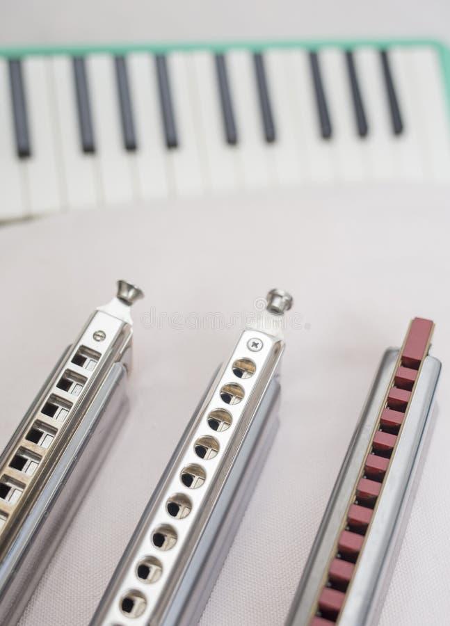 Chromatische harmonika's en melodion stock foto