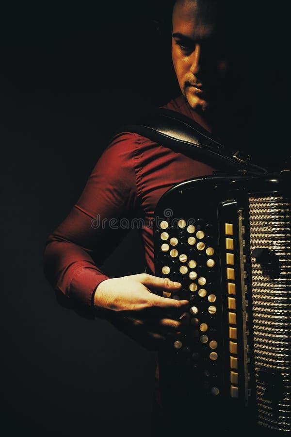 Chromatischer Akkordeon-Spieler lizenzfreies stockbild