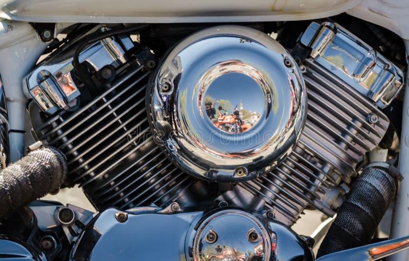 Chromowany siekacza motocyklu silnika zbliżenie zdjęcia stock