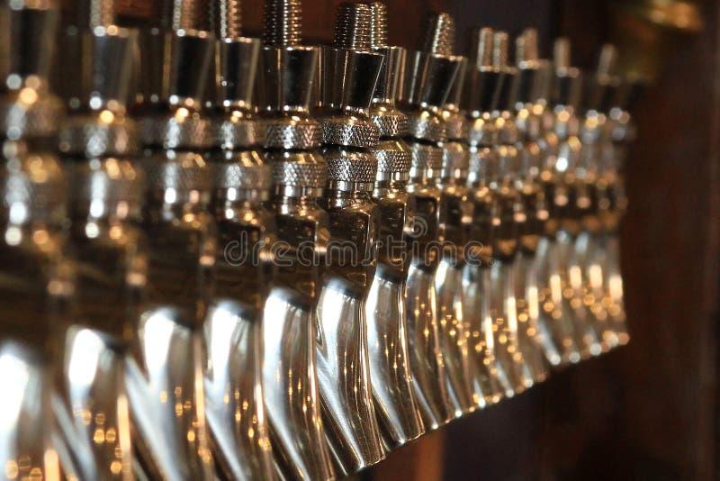 Chromu szkicu piwa klepnięcia obraz stock