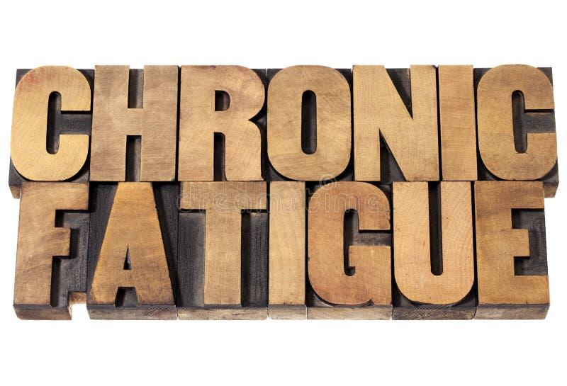 Chronische moeheid in houten type stock foto