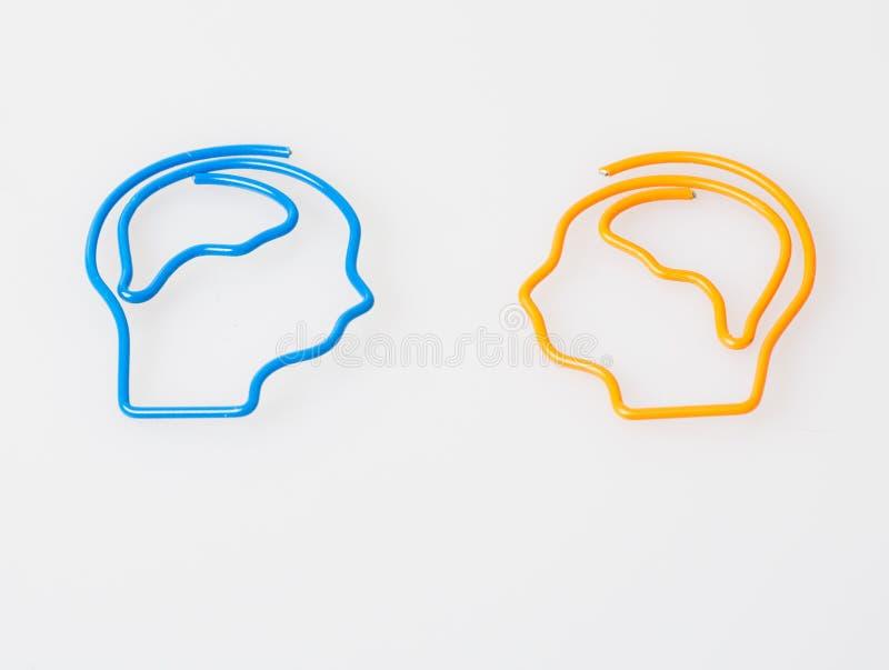 Chronische schwere Kopfschmerzenmigräne der Erkrankung des Gehirns-Problem-Ursache Männlicher erwachsener Blick ermüdete und beto stockfotos