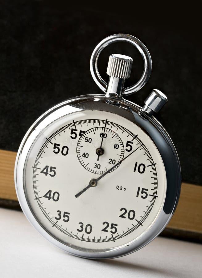 Chronomètre et livres photos stock