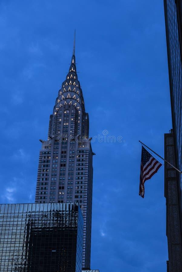 Chrysler, das nachts in Manhattan, New York City, USA errichtet stockfotos